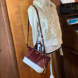 Brahmin gently loved crossbody purse.